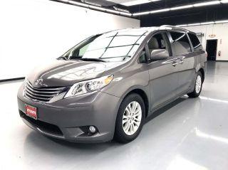 2017 Toyota Sienna XLE 8-Passenger 4dr Mini-Van
